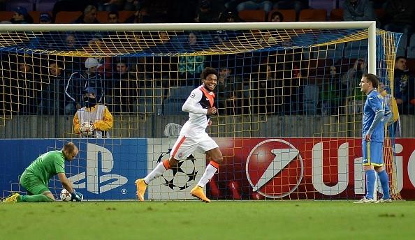 Adriano có ngày thi đấu để đời với 5 bàn thắng