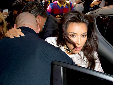 Sự sợ hãi lộ rõ trên khuôn mặt xinh đẹp của Kim