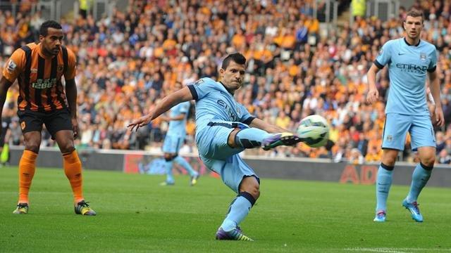 Aguero mở tỉ số trận đấu từ rất sớm.