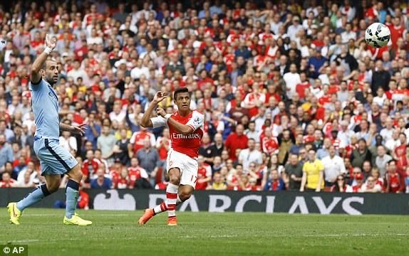 Alexis Sanchez vô-lê đẹp mắt nâng tỉ số lên 2-1.