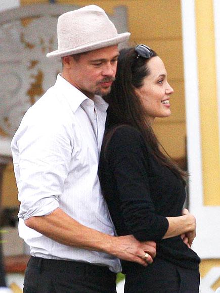 Cặp đôi thể hiện sự đồng điệu khi xuất hiện ở dự án nhà ở cho các nạn nhân của bão Katrina tại New Orleans vào năm 2008.