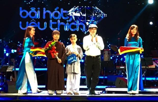 Nữ ca sĩ Phi Nhung đã không có mặt trong Lễ trao giải Bài hát yêu thích nhất tháng