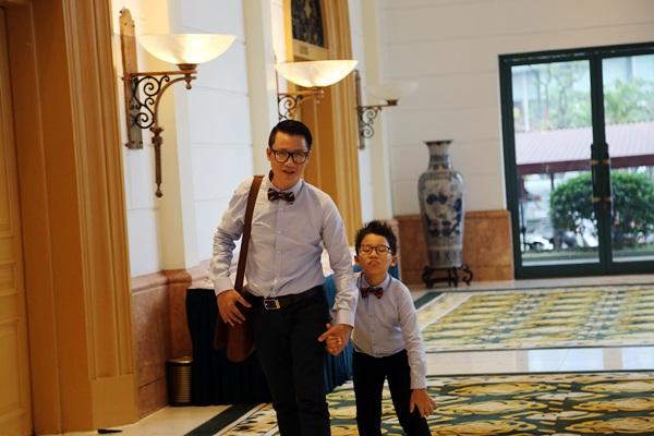 Ca sỹ Hoàng Bách và con trai Hoàng Minh (tên ở nhà là Tê giác)
