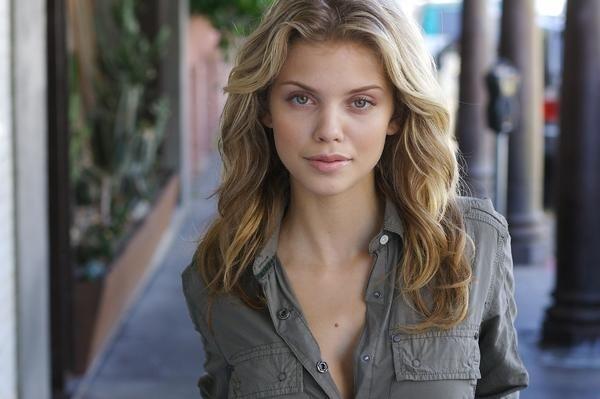 Người đẹp tóc vàng AnnaLynne McCord