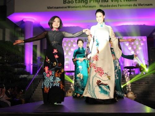 NTK Lan Hương và bộ sưu tập áo dài lộng lẫy. (Nguồn: ANTĐ)