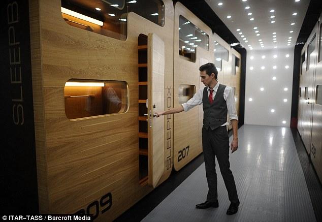 Những tủ ngủ thế này của khách sạn Capsule rất nổi tiếng vì giá hợp lý. Hệ thống khách sạn này rất phổ biến và rất gần với các ga tàu ở Nhật.