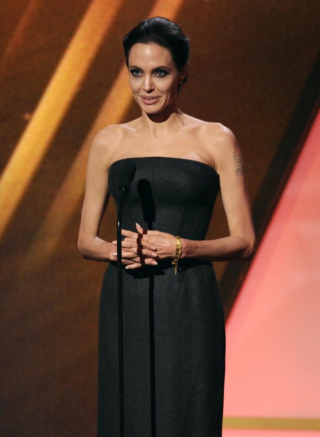 Angelina Jolie không xuất hiện cùng Brad Pitt tại buổi lễ