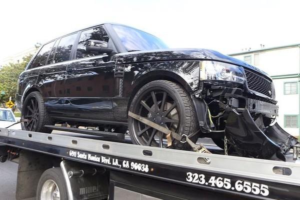 Chiếc Ranger Rover của Becks vỡ phần đầu xe sau vụ tai nạn hồi tháng 10/2013.