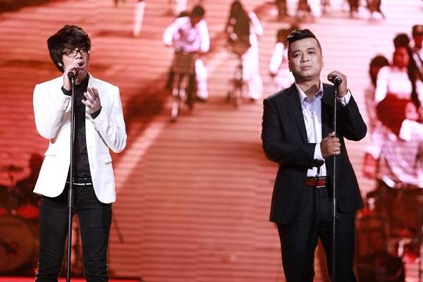 Bùi Anh Tuấn và NS Tiến Minh song ca Nỗi nhớ vô hình trong Liveshow Bài hát yêu thích tháng 8