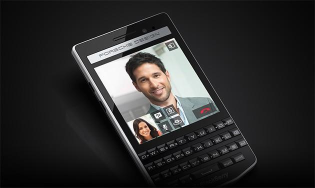 Sản phẩm nổi bật bởi đặc trưng riêng của BlackBerry, kết hợp giữa màn hình cảm ứng và bàn phím QWERTY
