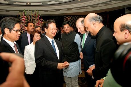 Thủ tướng mong muốn các doanh nghiệp Ấn Độ sẽ đến Việt Nam kinh doanh, đầu tư và cùng chia sẻ những lợi thế của thị trường Việt Nam và cơ hội tiếp cận thị trường các đối tác của Việt Nam. (Ảnh: VGP/Nhật Bắc)