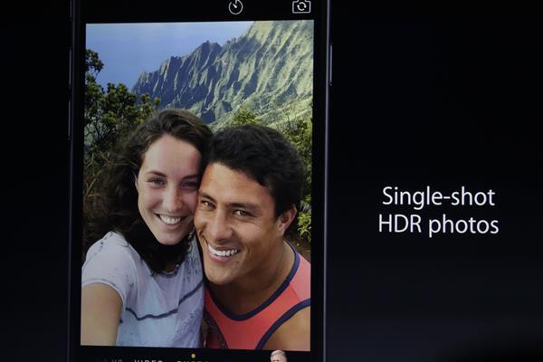 Mặc dù đã có cải tiến trên camera trước, Apple vẫn chưa theo kịp các đối thủ như Sony, Samsung và Microsoft