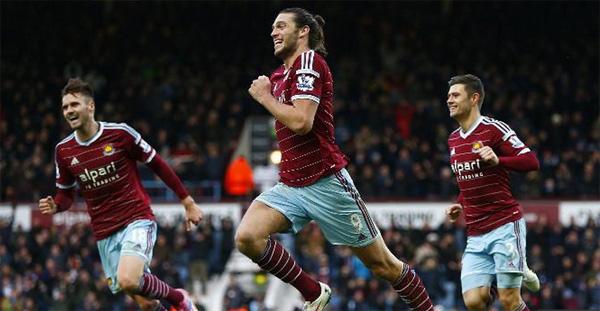 Tiền đạo Andy Carroll lập một cú đúp trong chiến thắng 3-1 của West Ham