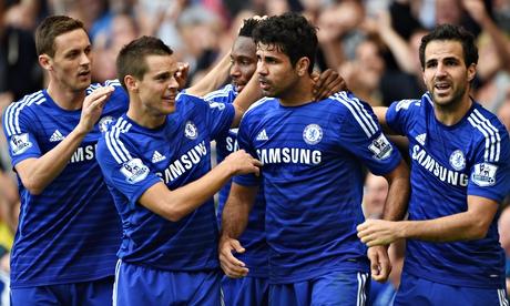 Diego Costa (thứ hai từ phải sang) đang cùng Chelsea thăng hoa.