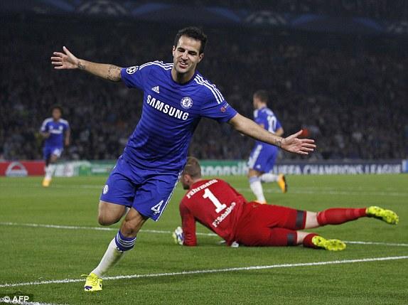 Fabregas sớm đưa Chelsea vượt lên dẫn trước ở phút thứ 11.