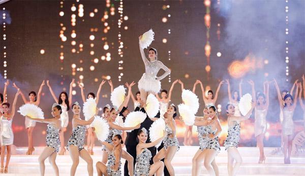 Ca sĩ Hồ Ngọc Hà mở màn đêm Chung kết với tiết mục sôi động
