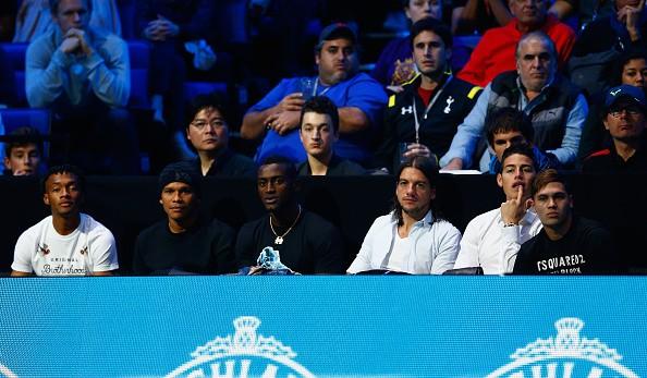 Sau chiến thắng 2-1 trước Mỹ ở London, các tuyển thủ Colombia tranh thủ tới xem trận đấu giữa Federer và Wawrinka.