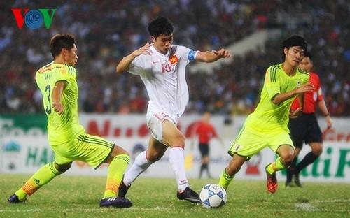 Pha đột phá qua hàng loạt cầu thủ U19 Nhật Bản của Công Phượng.