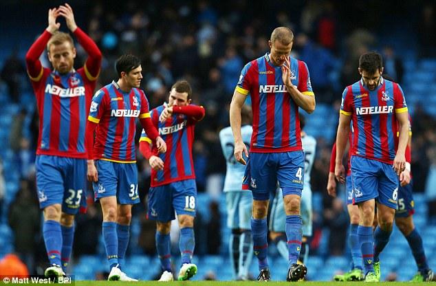 Crystal Palace đã tụt xuống nhóm 3 đội bét bảng ở EPL.