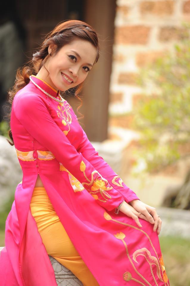 MC Hoàng Trang chụp tại hậu trường ghi hình một chương trình của VTV1 (Ảnh: FB nhân vật)