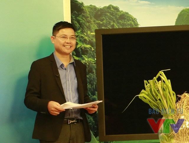 MC Kỳ Vọng trong một buổi ghi hình thử của Chào buổi sáng phiên bản Bông lúa