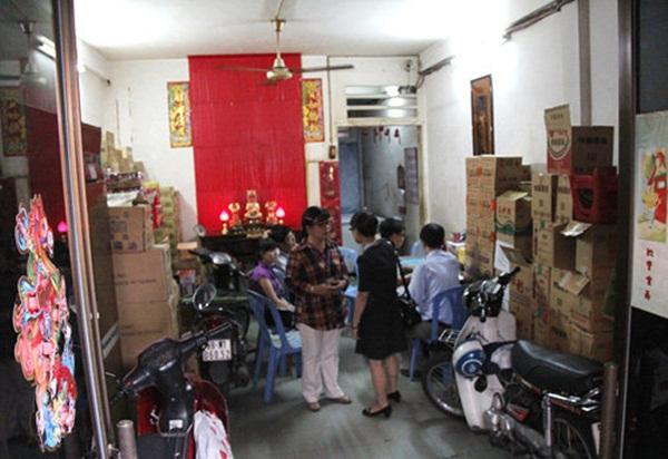 Chi cục ATVSTP TP.HCM kiểm tra tại Công tyCửu Hương.(Ảnh: Thanh Niên)