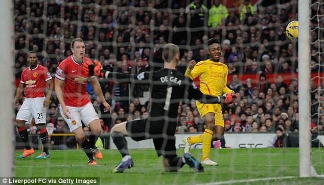 Pha cản phá xuất sắc trước cú dứt điểm của Sterling của De Gea trong trận derby nước Anh.