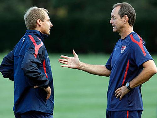 Dooley từng làm trợ lí HLV cho cựu danh thủ Klinsmann.