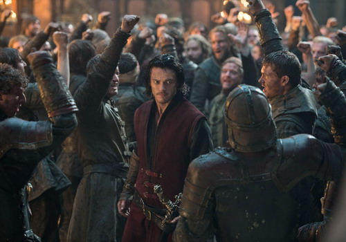 Tài tử Luke Evans hóa thân thành Dracula phiên bản mới.