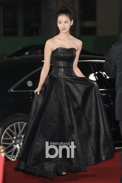 Oh Yeon Seo lôi cuốn trong chiếc váy quây màu đen