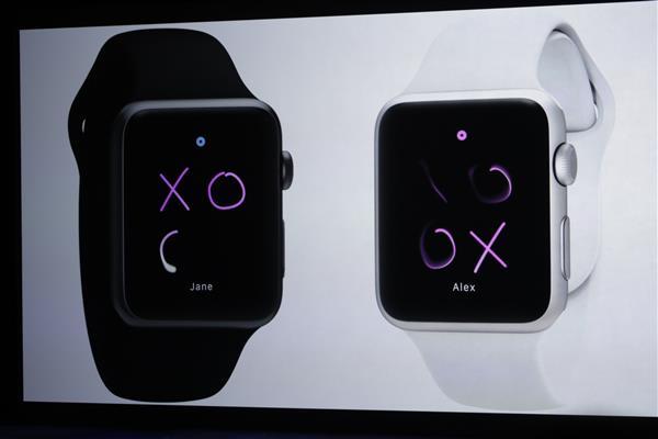 Mặt sản phẩm được trang bị kính saphire giống với iPhone cho khả năng chống xước, chống va đập vô cùng tốt
