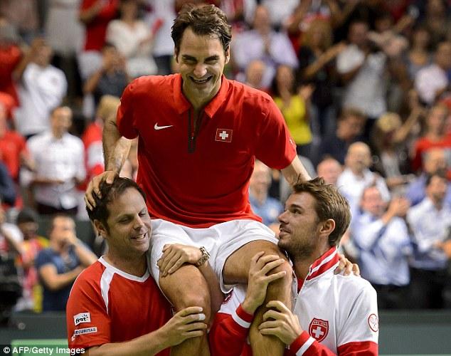 Federer cùng các thành viên trong đội tuyển Thụy Sỹ