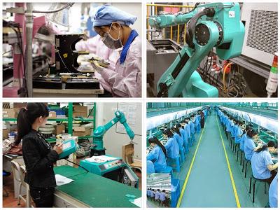Robot và công nhân sản xuất trong nhà máy của Foxconn