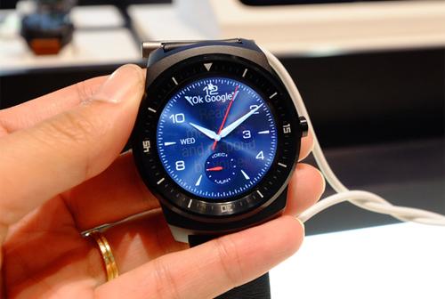 G Watch R được thiết kế với phong cách thể thao đầy trẻ trung