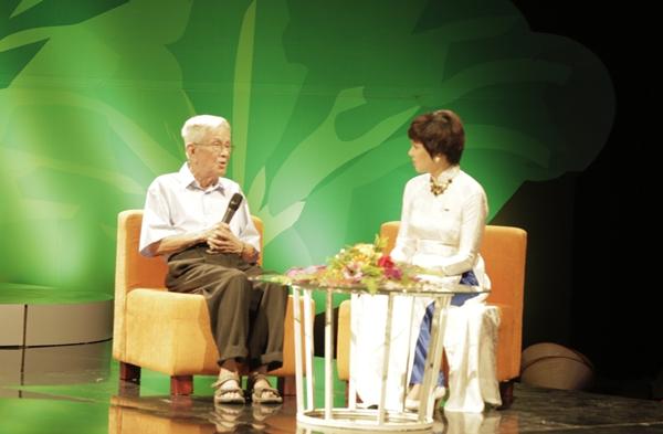 Nhà báo Hữu Thọ - vị khách mời đặc biệt trong chương trình giao lưu