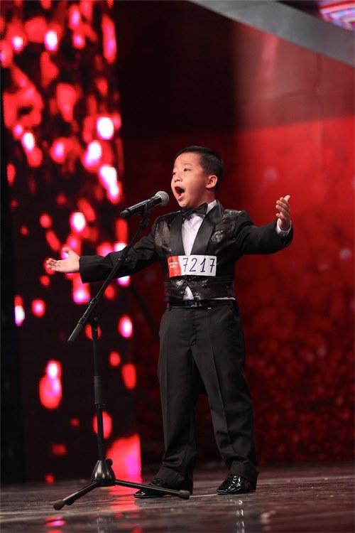 Cậu bé Nguyễn Đắc Minh Hiếu
