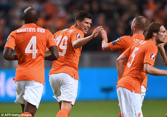 Huntelaar đã cứu nguy cho đội tuyển Hà Lan