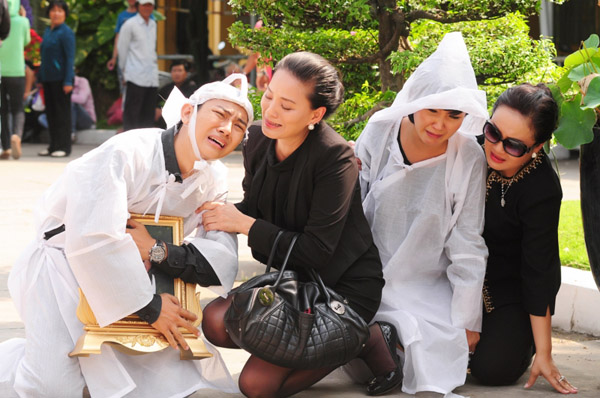 Bộ phim có nhiều cảnh đòi hỏi diễn xuất nội tâm và Hoài Lâm đã thể hiện tròn vai dù là diễn viên tay ngang