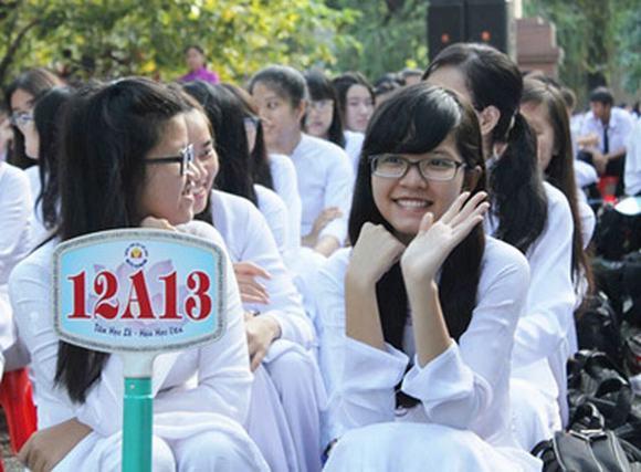 Học sinh TP.HCM rạng rỡ ngày khai giảng năm học mới.