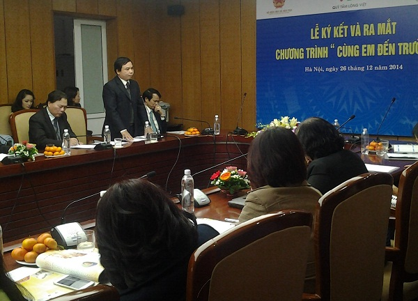 ông Hoàng Đức Minh - Cục trưởng Cục Nhà giáo và Cán bộ quản lý  cơ sở giáo dục phát biểu tại cuộc họp báo ra mắt chương trình Cùng em đến trường