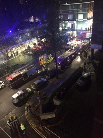 Lực lượng cảnh sát, cứu hỏa và cứu thương tại hiện trường vụ nổ ở khách sạn Hyatt Regency Churchill. (Ảnh:Twitter)