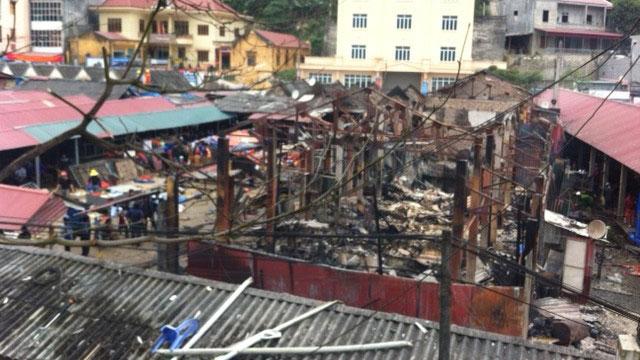 14 gian hàng bị thiêu rụi sau vụ cháy. (Ảnh: Nhân dân)