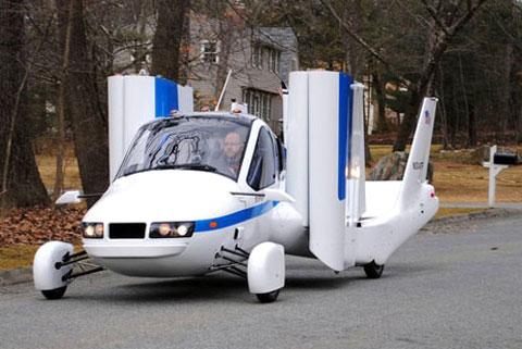 Transition có thể thu gọn cánh lại để di chuyển trên mặt đất như xe thông thường