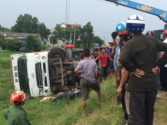 Hà Tĩnh: Xe tải đâm xe máy, 2 ông cháu tử vong