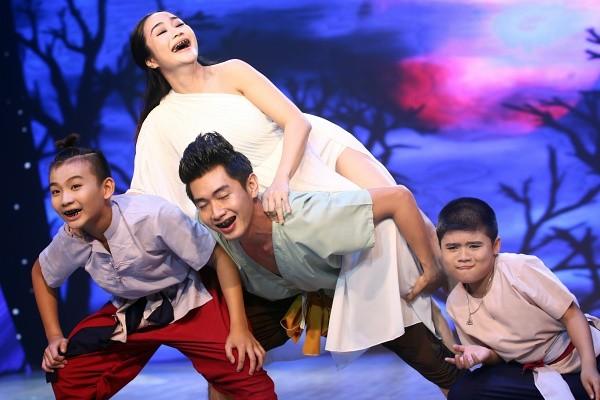 Tiết mục khiến người xem rùng mình nhưng không kém phần hài hước của đội Ốc Thanh Vân - Quang Đăng