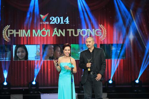 Đạo diễn Bùi Thạc Chuyên và ca sĩ Uyên Linh đảm nhận phần công bố Giải thưởng Phim mới ấn tượng