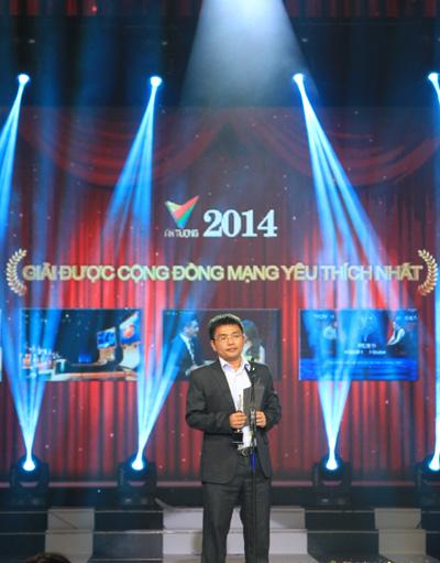 Ông Đoàn Xuân Hợp, Giám đốc phụ trách truyền thông của Vinaphone công bố Giải thưởng Chương trình được cộng đồng mạng yêu thích nhất