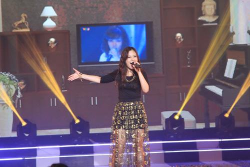 Ca sĩ Hoàng Yến, gương mặt quen thuộc với khán giả VTV mang đến tiết mục hấp dẫn tiếp nối chương trình