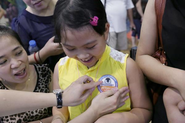 Các em nhỏ háo hức tham gia chiến dịch