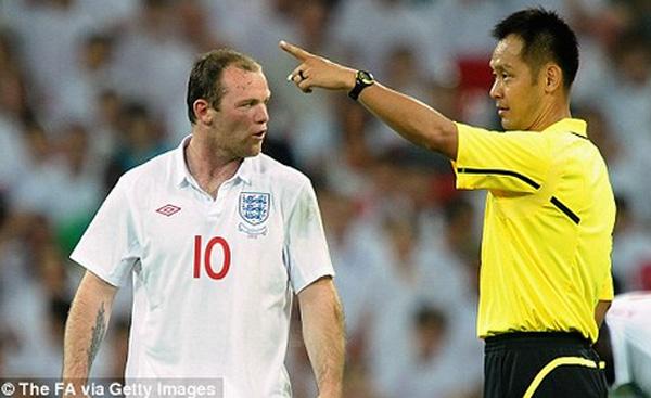 Ông Toma Masaaki từng được mời bắt chính trận giao hữu giữa Anh và Mexico